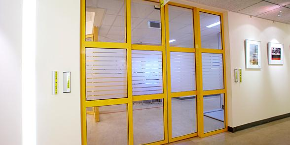 Aluminium sliding door with a Gatemaster® Excel door drive